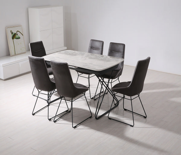 Nero Extending dining table and mirko chairs
